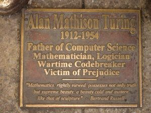 "Targa in memoria di Alan Turing. ""Sackville_Park_Turing_placa"" by ASAIFIB is licensed under CC BY-NC-ND 2.0"